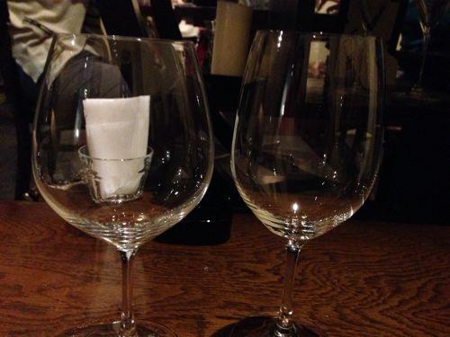 ボルドー用グラスとブルゴーニュ用グラスがある。