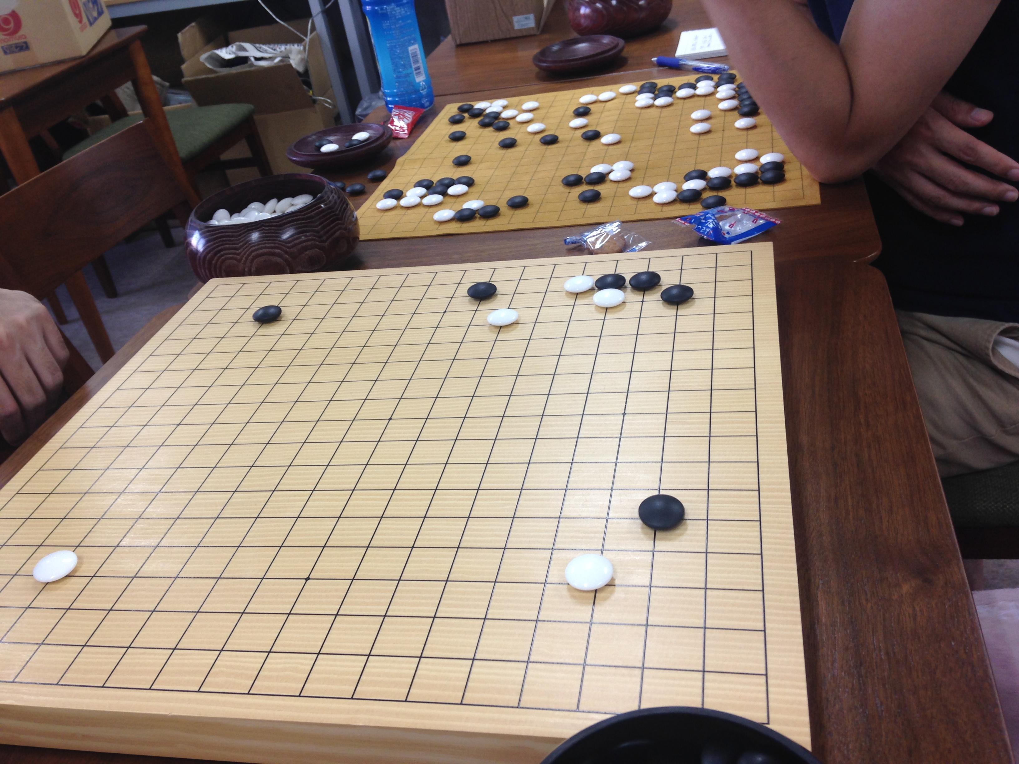 囲碁をやると全体を俯瞰する能力が身に付くんじゃなかろうか。