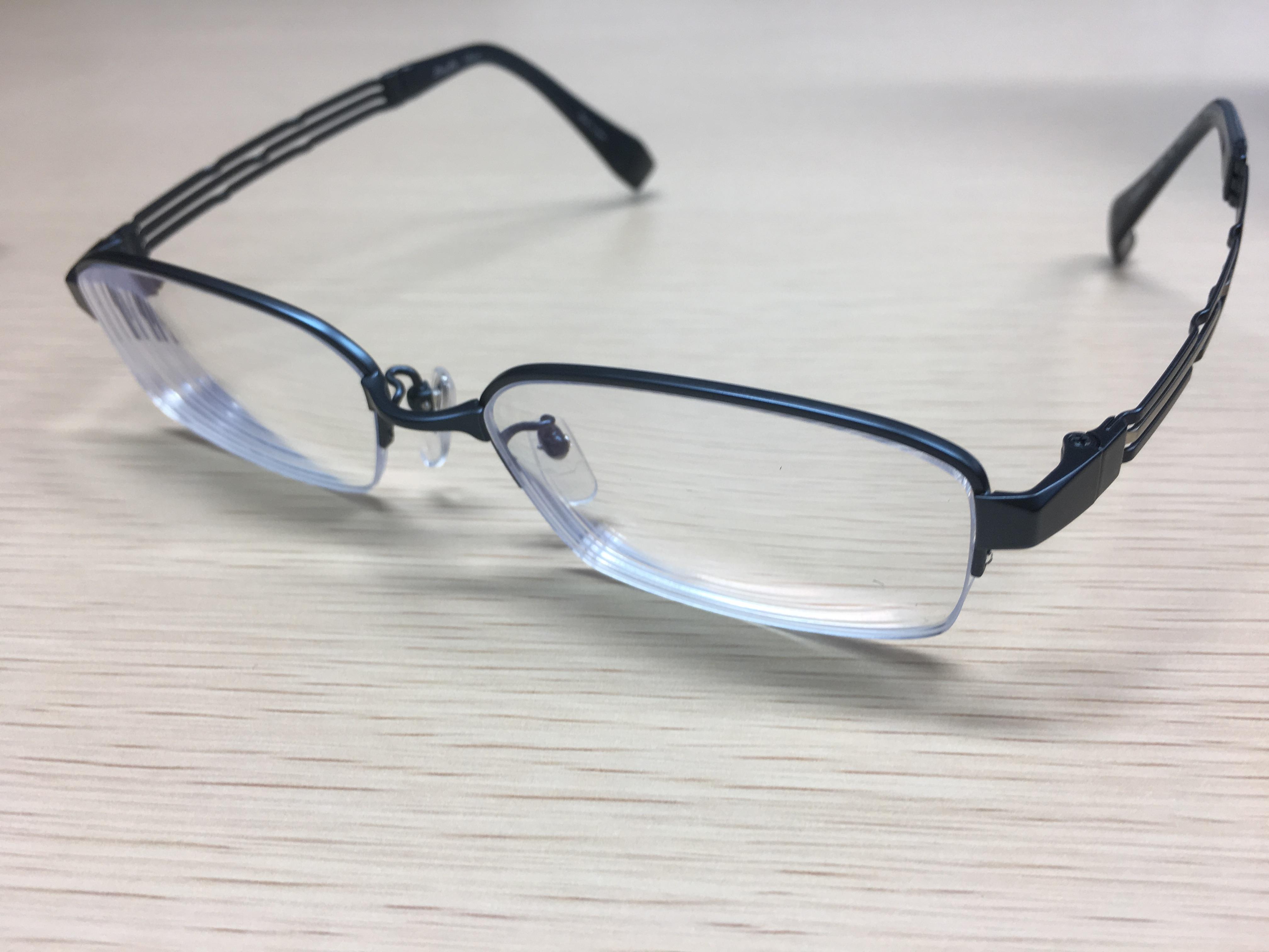 メガネをかけているのは僕だけじゃないよ。みんなメガネをかけているという事実に気づくところから始めよう。